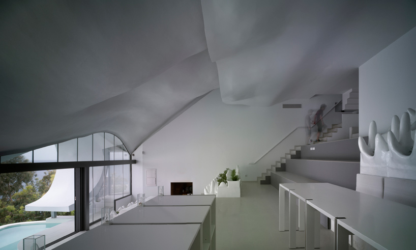 gilbartolome-architects-house-on-the-cliff-granada-designboom-07
